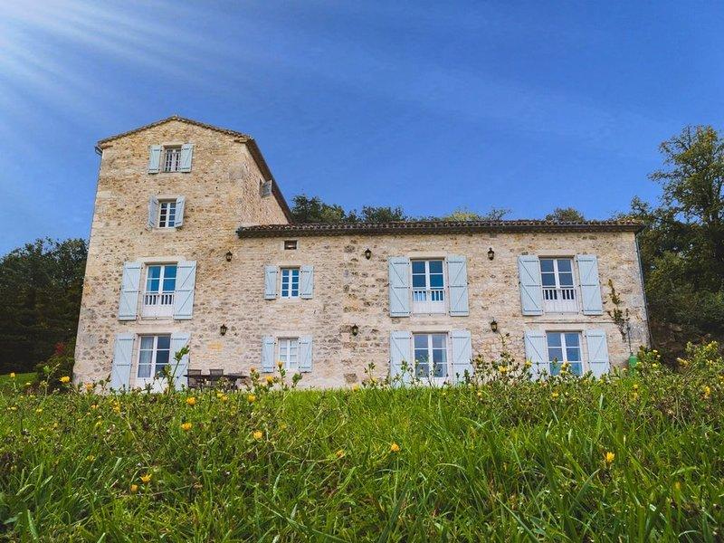 Prachtige manoir gelegen op een terrein van 33ha., casa vacanza a Sauveterre