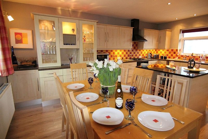 Cwalafila -  a 4 bed detached house that sleeps 8 guests  in 4 bedrooms, holiday rental in Rhosneigr
