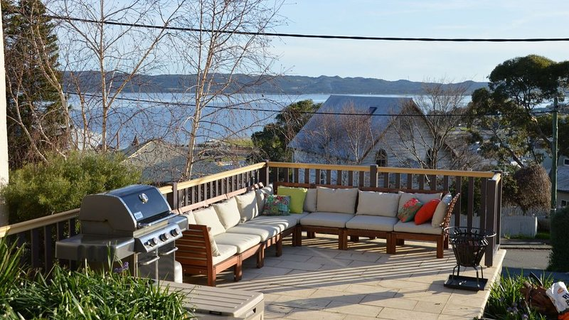 Rowley House - luxury in the perfect location, vacation rental in Albany