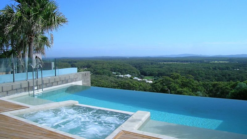 Shared Infinity edge pool (shared as part of the One Mile Ridge estate)