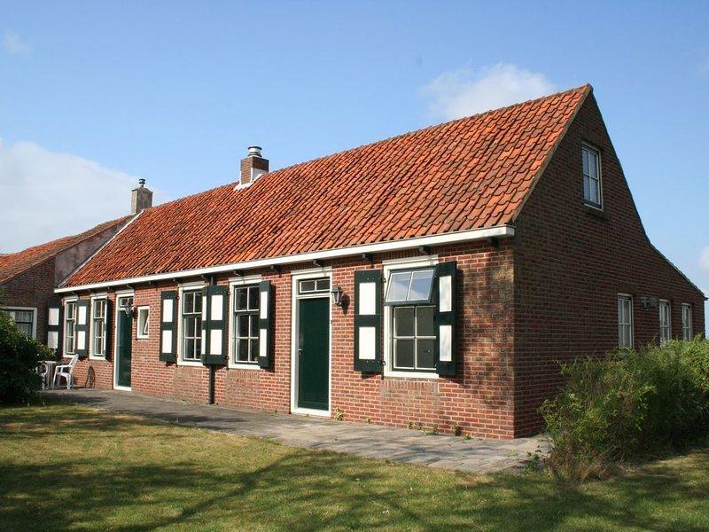Gratis WiFi, goed ingerichte ruime en comfortabele woning, holiday rental in Aagtekerke