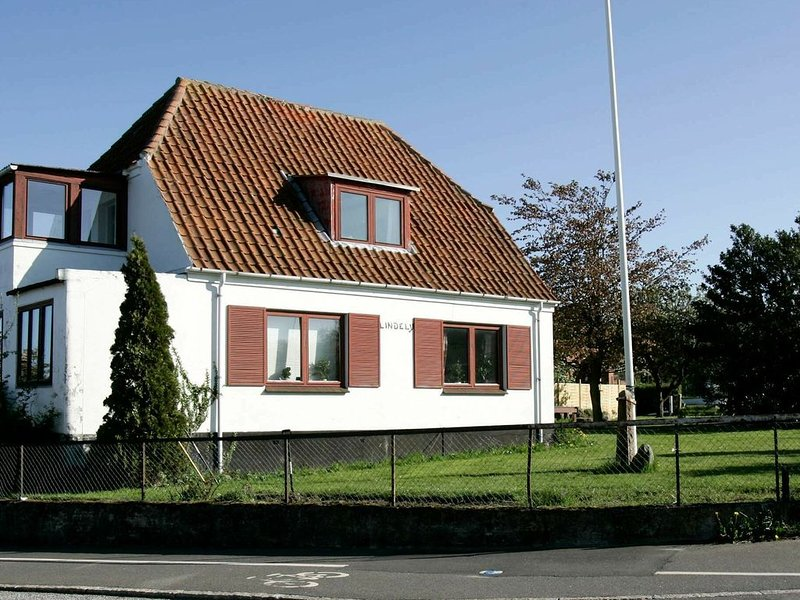 Spacious Apartment in Allinge Denmark near Sea, Ferienwohnung in Allinge