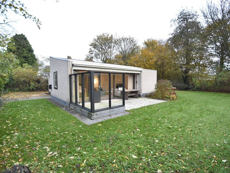 Spacious detached bungalow, ideal for a for a relaxed holiday, holiday rental in Breezand