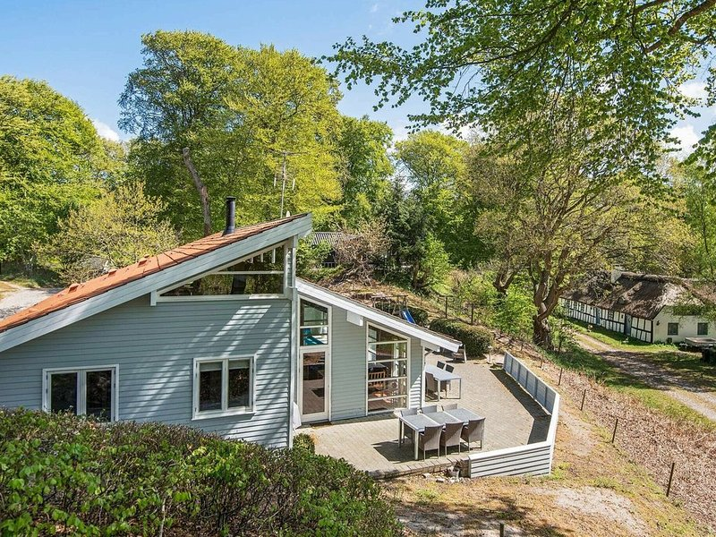 Bright Holiday Home in Glesborg near the Beach, holiday rental in Skovgaarde