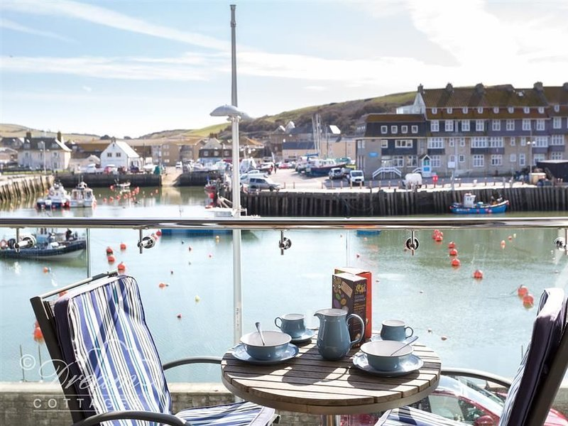 Harbour View Apartment, WEST BAY, holiday rental in West Bay