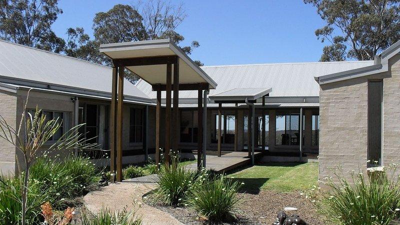 Kookaburra * Kangaroo Creek Retreat, alquiler de vacaciones en Singleton
