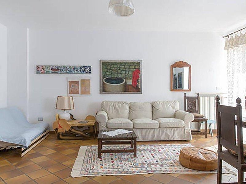 Casa Ampia e tranquilla con giardino, holiday rental in San Massimo