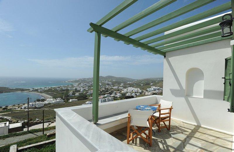 Veranda me thea (Terrace with view), location de vacances à Laouti