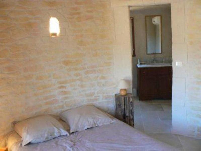 Maison  à 5 min des calanques au calme, vacation rental in Marignane