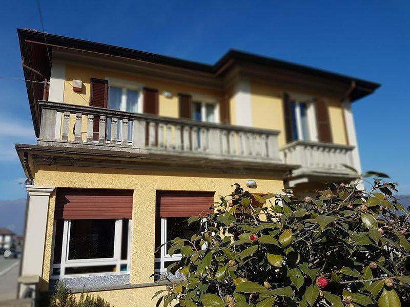 LA    CASA    GIALLA, holiday rental in Baveno