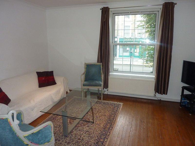 Salon, agréable, lumineux et confortable!