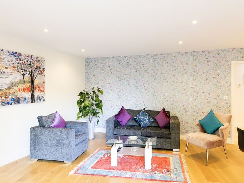 Luxurious Penthouse with Balcony & 5 mins walk to Colleges / City Centre, holiday rental in Madingley