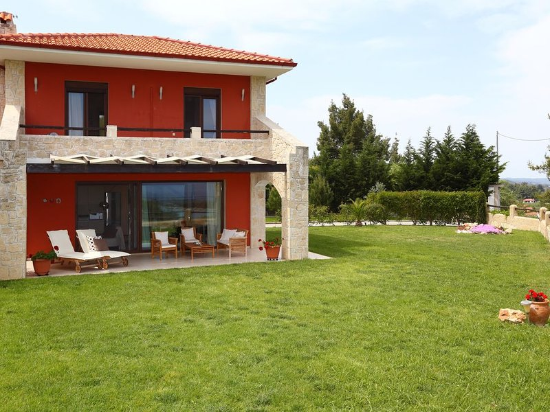 Pefkochori villa with a stunning panoramic view, holiday rental in Loutra