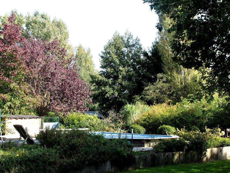 Joli studio lumineux  a Rèves, location de vacances à Nivelles