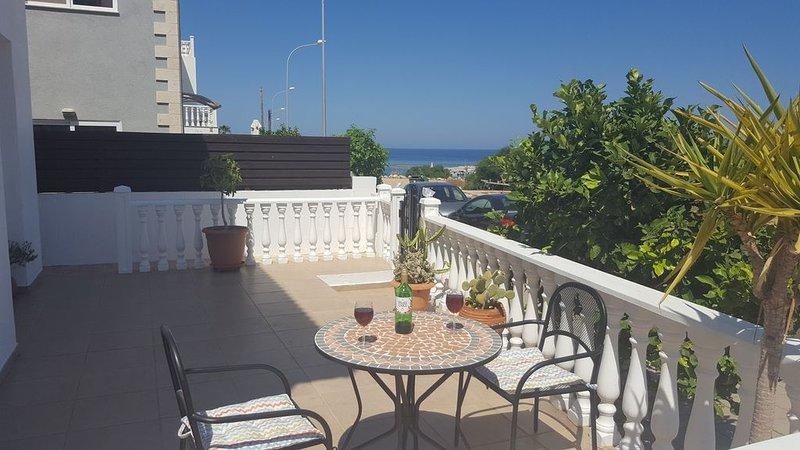 Lovely 2 Bedroom Villa in Ayia Triada: 150 metres from beach, Ferienwohnung in Pernera
