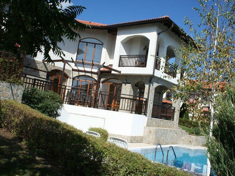 Villa met privézwembad, zeezicht, luxueus resort The Vineyards, Aheloy (Pomorie), holiday rental in Kableshkovo