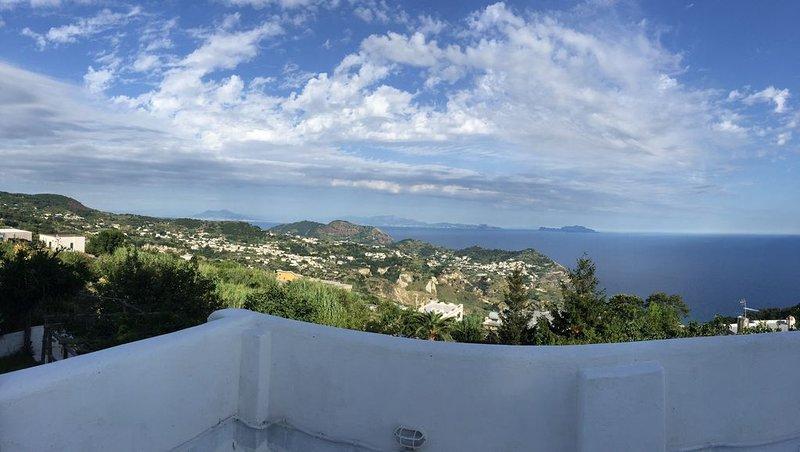 La Casa dell'Ulivo quieteness and panorama on sant'angelo, holiday rental in Serrara Fontana