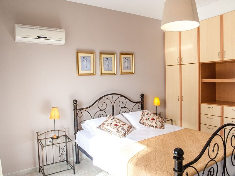 Apartment from Evianna studios with side sea view, vacation rental in Mousata