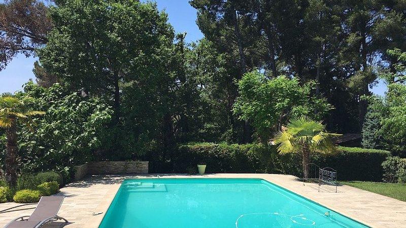 Maison avec piscine à Aix-en-Provence, holiday rental in Puyricard
