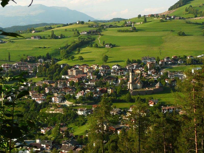 Villetta con giardino in paesaggio bellissimo nelle Dolomiti, Ferienwohnung in Kastelruth