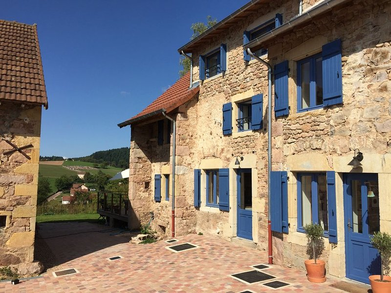 luxury 4 bedroom gite with pool, holiday rental in Bois-Sainte-Marie