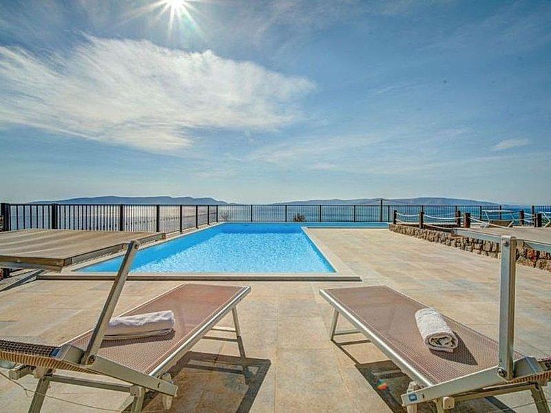 Apartment with SWIMMING POOL and sea view, location de vacances à Sveti Juraj