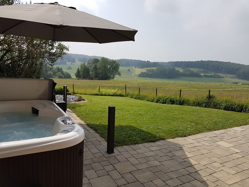 Außenwhirlpool,Sauna,Dampdusche/Whirlpool,Ortsrand,WLAN, komplett umzäunt, holiday rental in Prüm