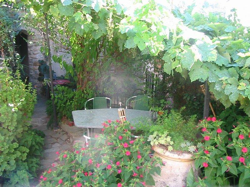 Casa Vita Bella - Ferienwohnung an der Blumenriviera - Qualitaet zum Guten Preis, vacation rental in Diano Borello