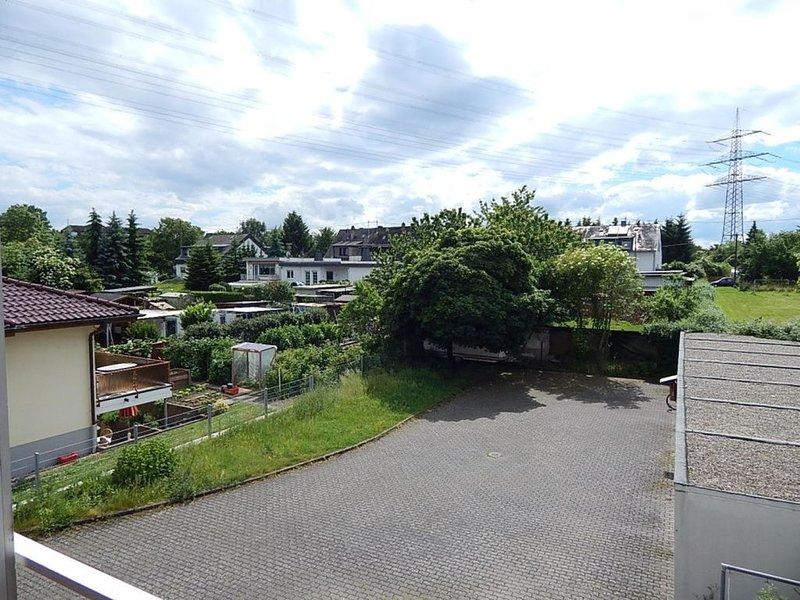 In Rheinnähe: große, moderne Ferienwohnung in ruhiger Seitenstraße mit Balkon, location de vacances à Ransbach-Baumbach