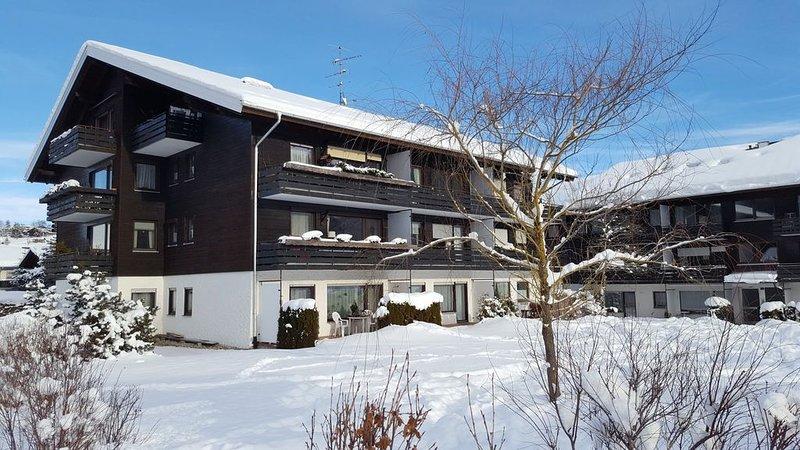 3-Zimmerwohnung mit herrlichem Süd-Westbalkon und Schwimmbad/Sauna, holiday rental in Ofterschwang
