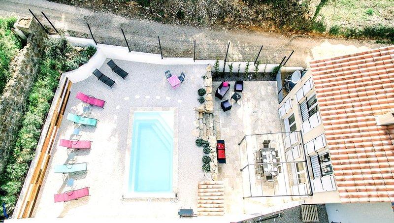 Traumhaft, nagelneu: moderne Villa in der Provence (Côte d'Azur) - Hunde GRATIS, holiday rental in Cabasse