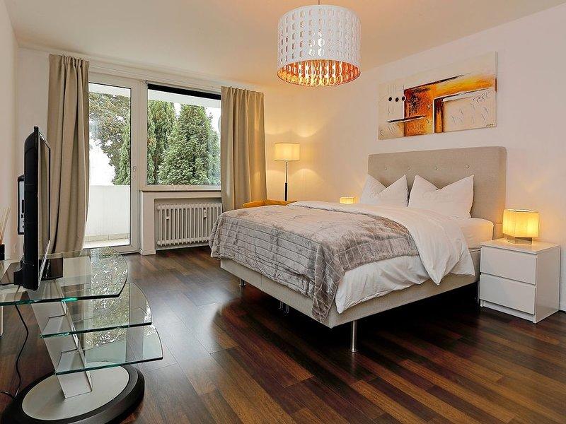 Liebevoll gestaltete 2 Zi-Wohnung mit Südbalkon in Krefeld, holiday rental in Krefeld