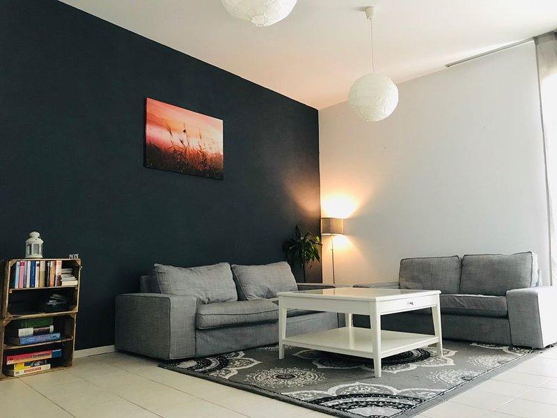 Wunderschöne Wohnung mit Kaminofen vor den Toren Frankfurts, vacation rental in Ortenberg