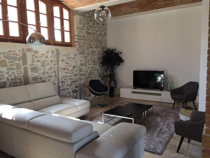 Carcassonne, Loue grande maison de standing, 15 couchages, proche Canal du Midi, vacation rental in Pennautier