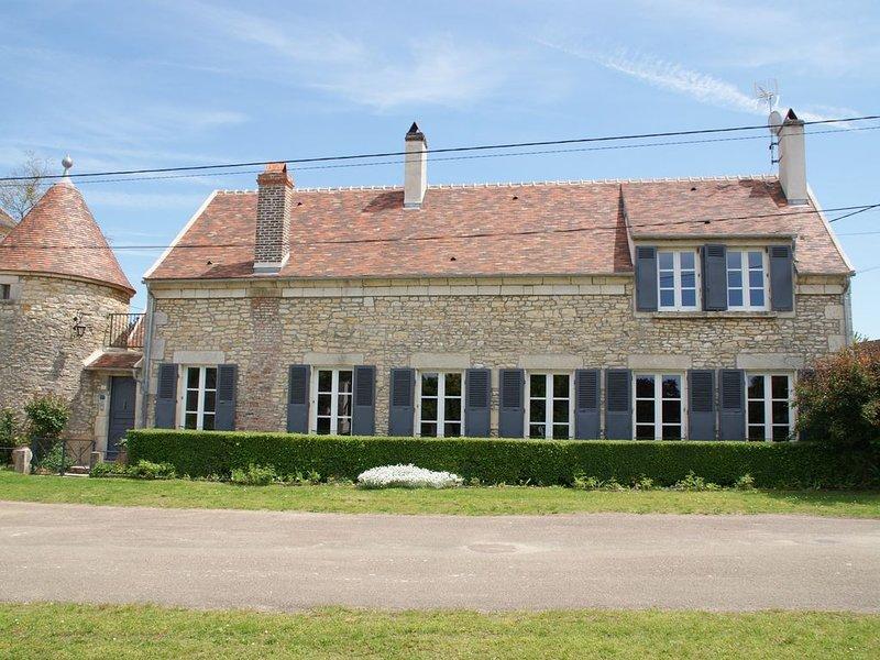 Maison de charme proche de Vézelay****, 14 personnes avec jacuzzi, location de vacances à Varzy