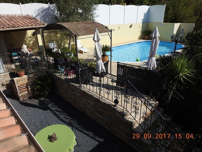 Villa spacieuse, piscine, proche de CASSIS, 5 minutes des plages, de la CIOTAT, vacation rental in Ceyreste