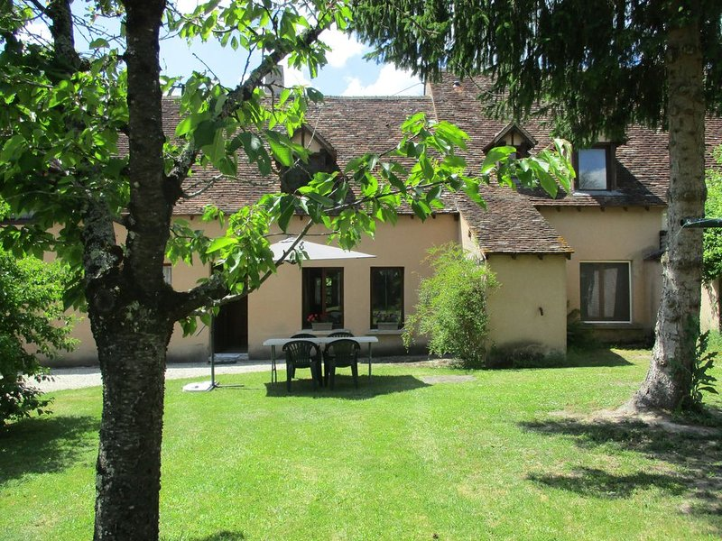 La Cistude, classée 3*, dans une longère abritant 2 gîtes au coeur de la Brenne, casa vacanza a Indre