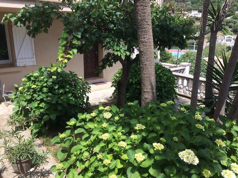 F4 en rez de jardin dans maison familiale, vacation rental in Pietranera
