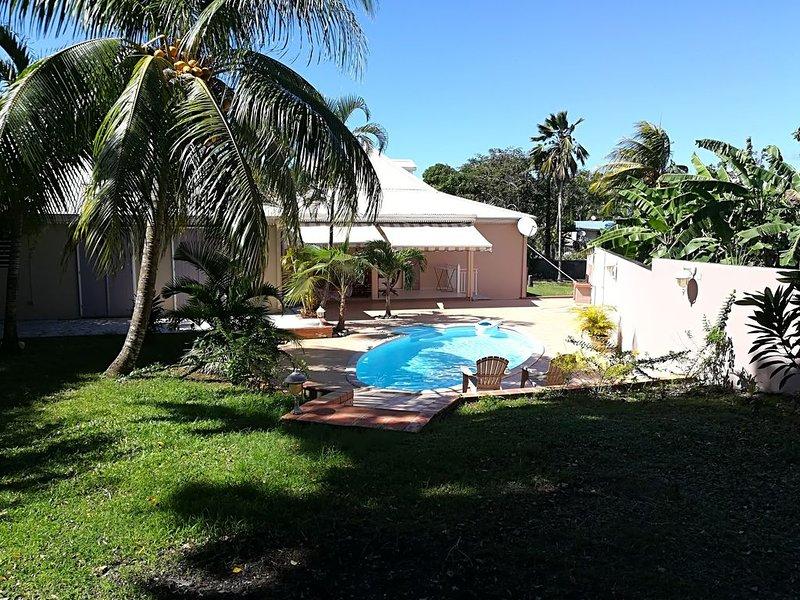 Villa de 220 m2 avec piscine proche de la plage, holiday rental in Sainte Rose