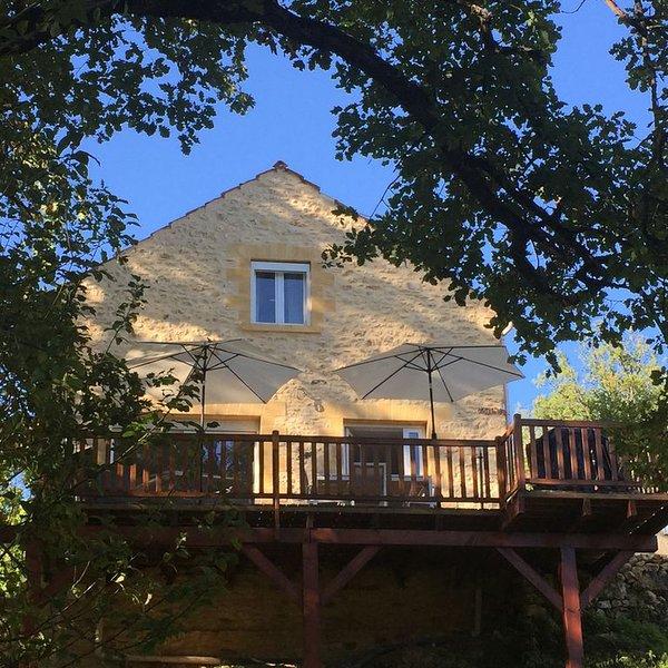 Maison Périgourdine dans un très beau domaine avec piscine au coeur du Périgord, holiday rental in Molieres