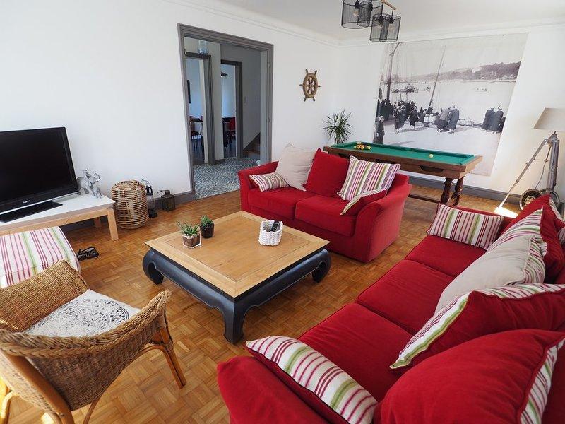 maison 400m de la mer avec billard, location de vacances à Lesconil