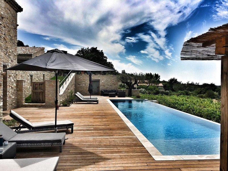 Le Mas des Amis, Seguret ,Village classé en Provence, piscine chauffée, location de vacances à Seguret