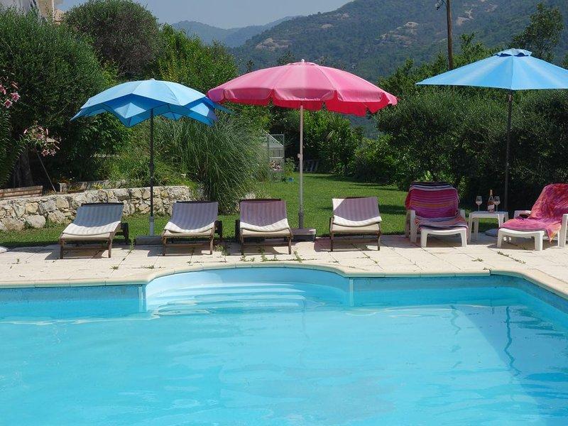 Villa avec piscine au calme à 15  kms de NICE avec terrasse, vue exceptionnelle, aluguéis de temporada em Utelle