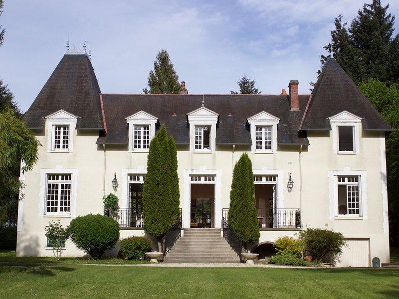 Maison de charme proche Saint-Fargeau, vacation rental in Sainte-Colombe-sur-Loing
