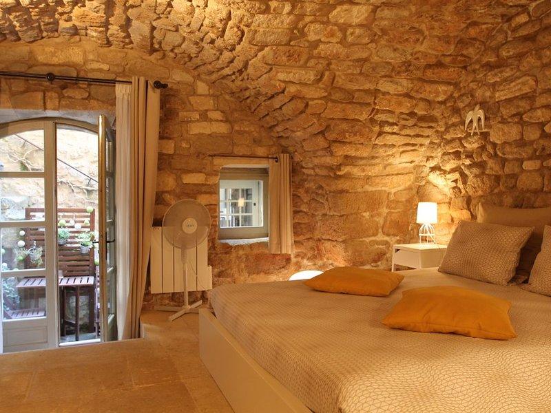 Chambre de Charme indépendante / Charming independent bedroom / Bonnieux Luberon, holiday rental in Bonnieux en Provence