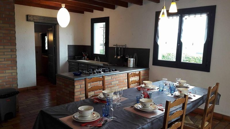 ENTRE VIGNES ET CHAMPS, vacation rental in Aragon