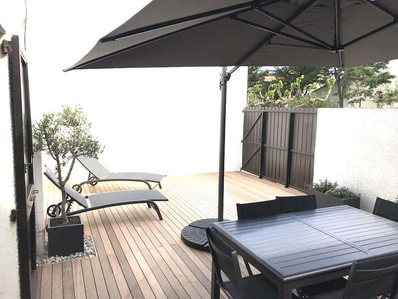 VILLA tout confort à 2 pas de la plage - terrasse 50m2 exposition plein sud, holiday rental in Canet-en-Roussillon