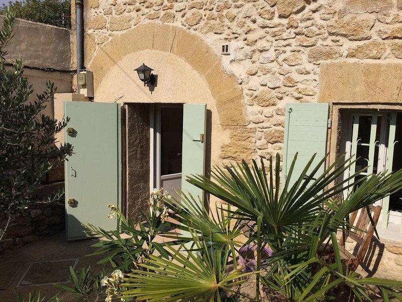 Appart 2 pièces au cœur du village de Rognes, idéal pour le festival de Piano, holiday rental in Rognes