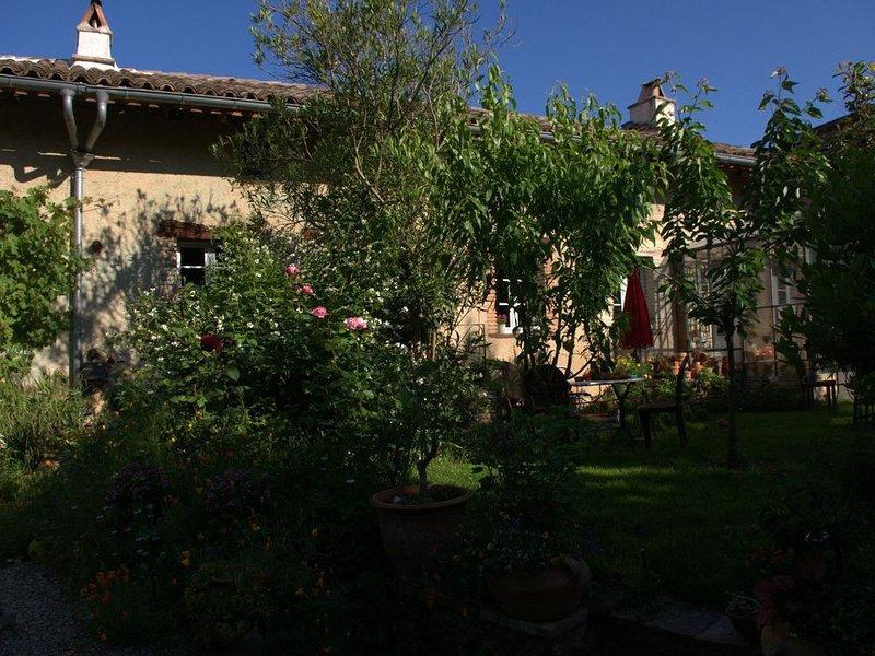Maison de Caractère avec jardin dans une Bastide du 13e siècle, location de vacances à Rabastens
