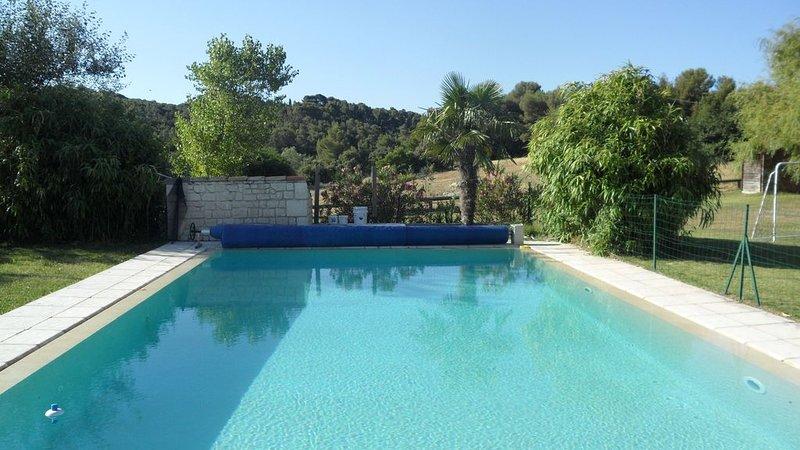 Magnifique  Bastide sur Aix en Provence , grande piscine a debordement sécurisée, holiday rental in Saint-Marc-Jaumegarde